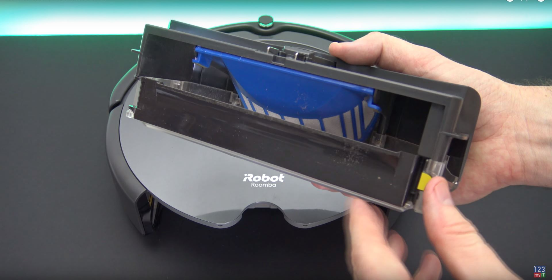 clean the iRobot Roomba